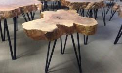Tische aus einer baumscheibe der tischonkel - Beistelltisch baumscheibe ...