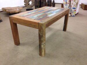 Esstisch aus recyceltem Massivholz