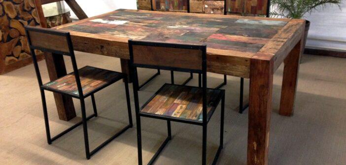 Esstisch aus Altholz