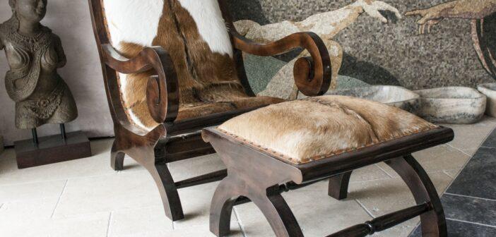 Lehnstuhl mit Fell gepolstert