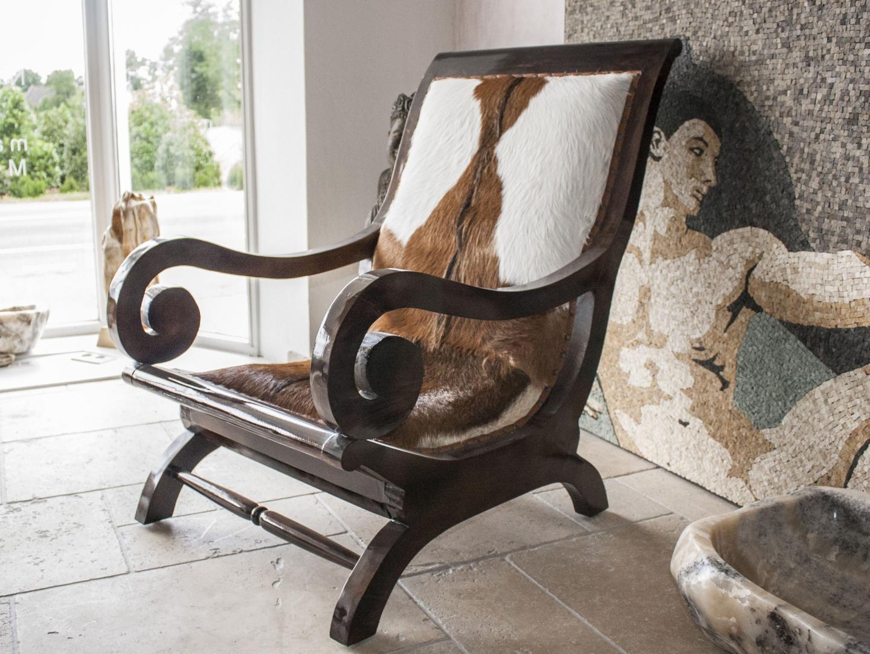 lehnstuhl kitzb hel mit fellbezug der tischonkel. Black Bedroom Furniture Sets. Home Design Ideas