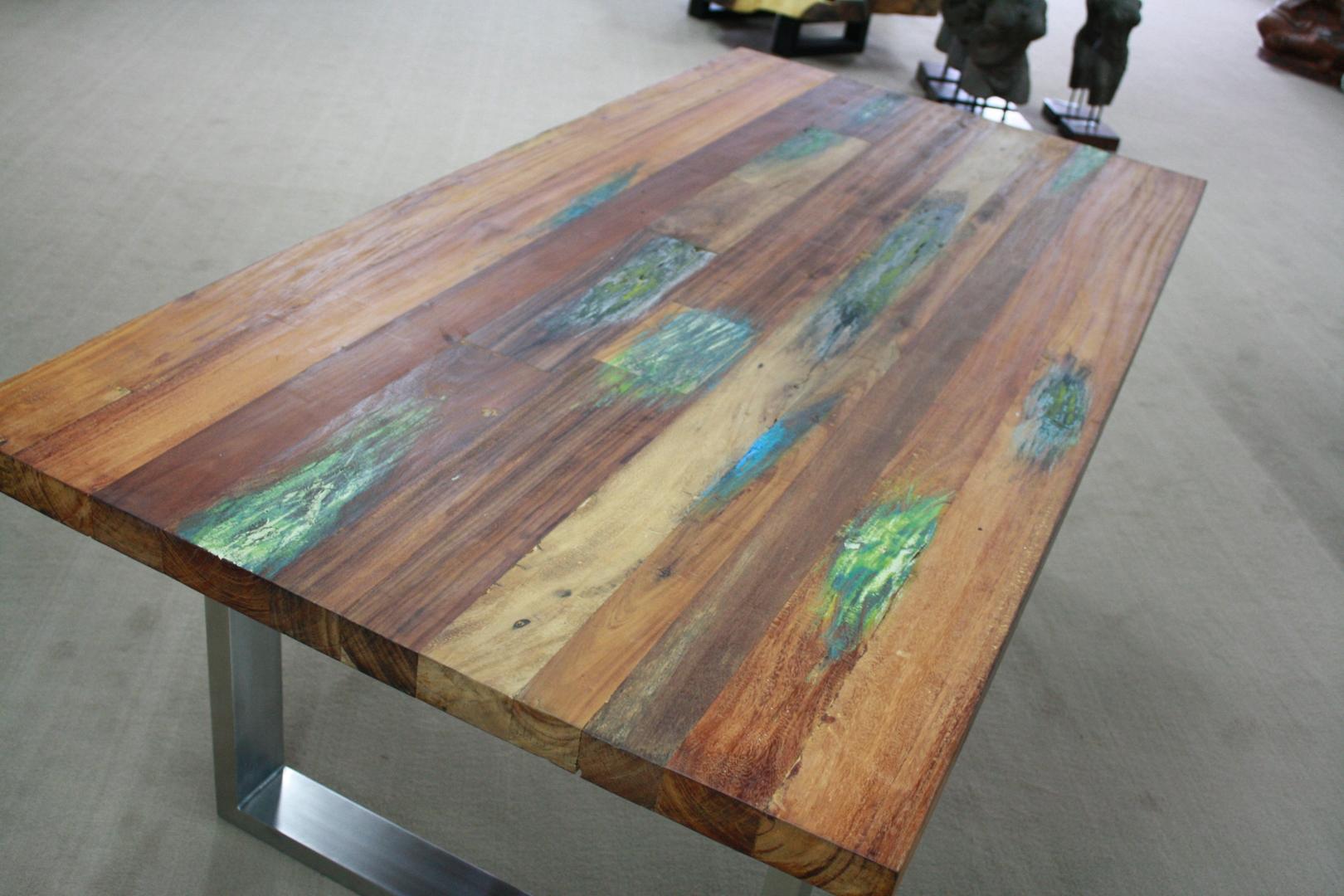 Tisch aus recyceltem Holz  Der Tischonkel
