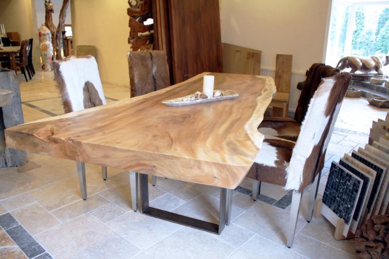 esstisch aus einem massiven baumstamm tischgestell rohstahl der tischonkel. Black Bedroom Furniture Sets. Home Design Ideas