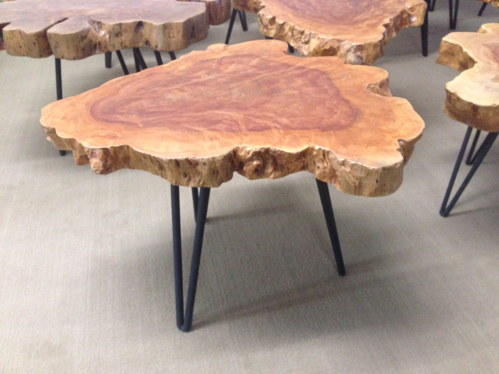 Beistelltisch aus einer Baumscheibe  Der Tischonkel -> Beistelltisch