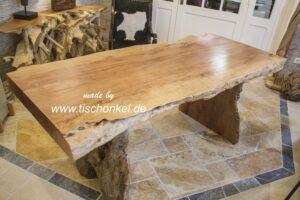 Tisch Baumstammoptik