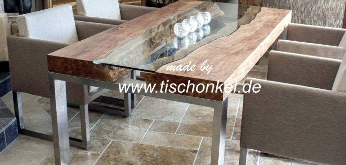 Designtisch mit Edelstahl und Glas
