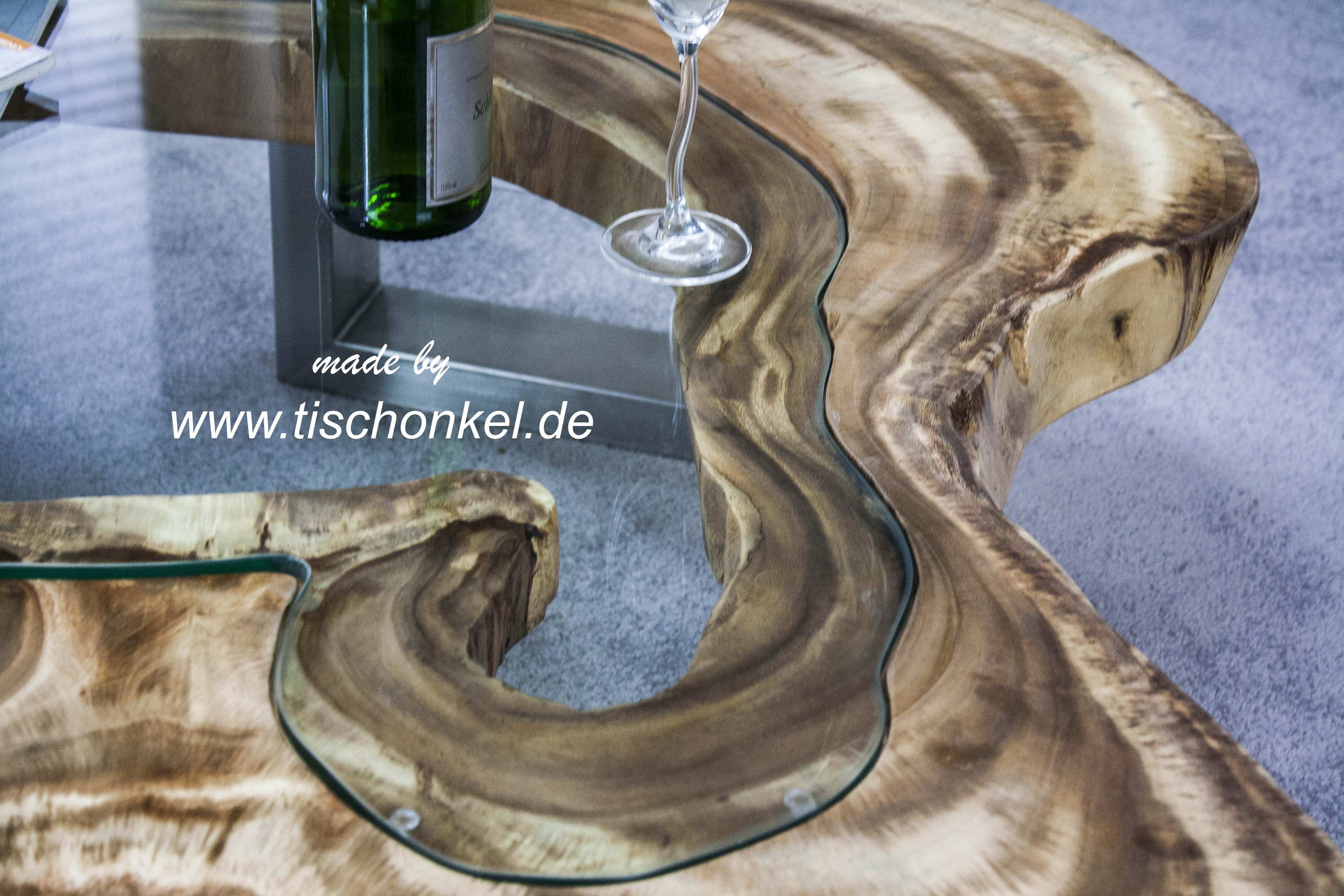 Couchtisch aus einer baumscheibe mit glasplatte der for Tisch glas holz