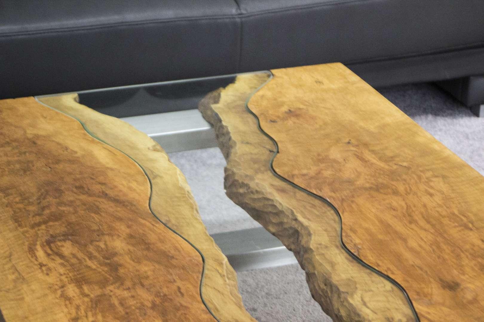 Couchtisch aus Massivholz Litschi : Der Tischonkel