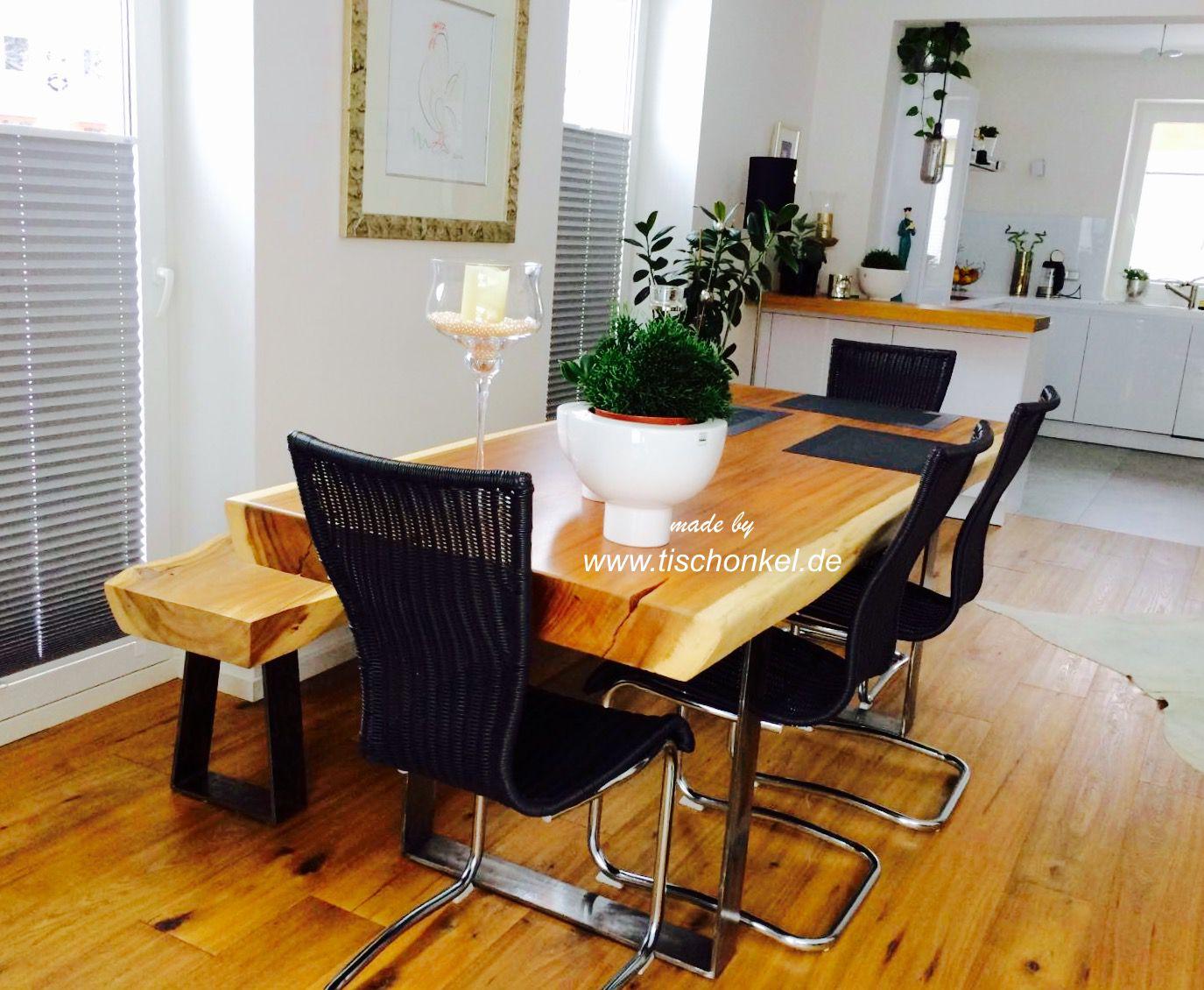 esstisch mit einer sitzbank aus einem baumstamm der. Black Bedroom Furniture Sets. Home Design Ideas