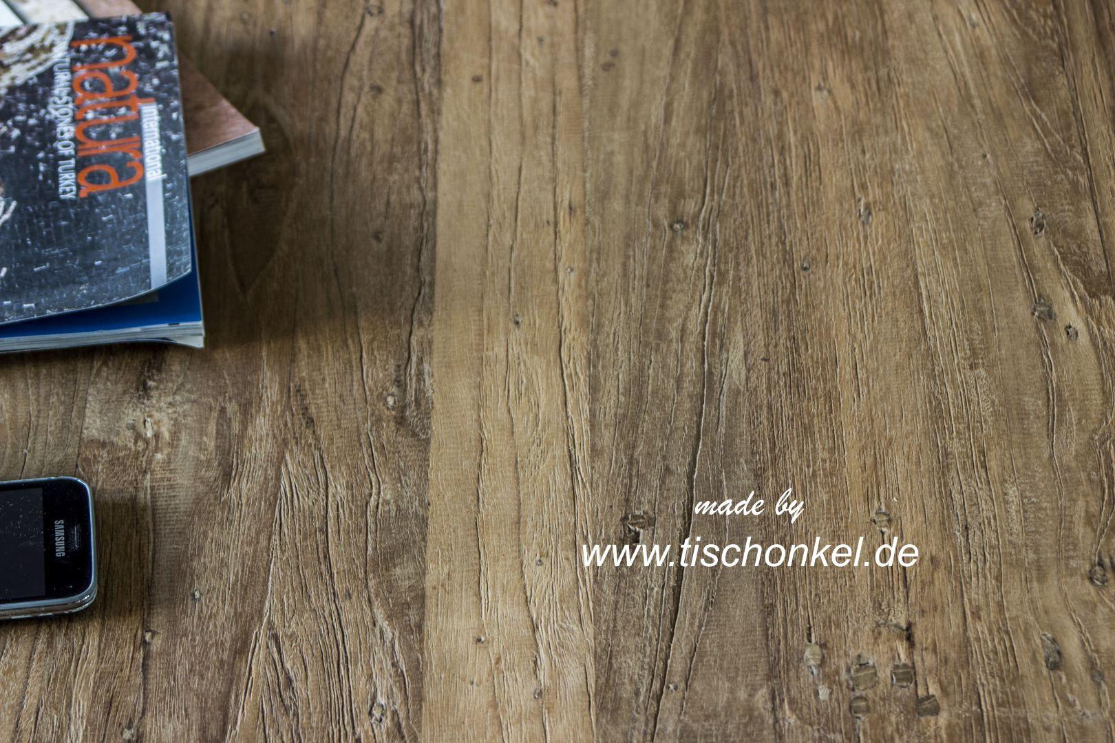 Esstisch aus recyceltem Holz mit Gestell aus Edelstahl