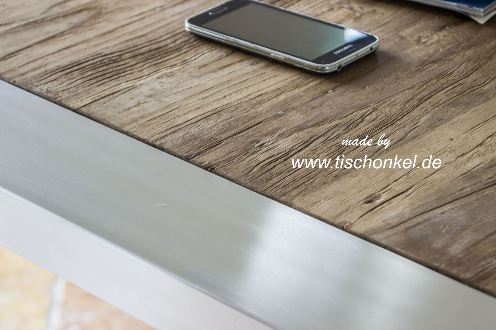 esstisch aus recyceltem holz mit edelstahl der tischonkel. Black Bedroom Furniture Sets. Home Design Ideas