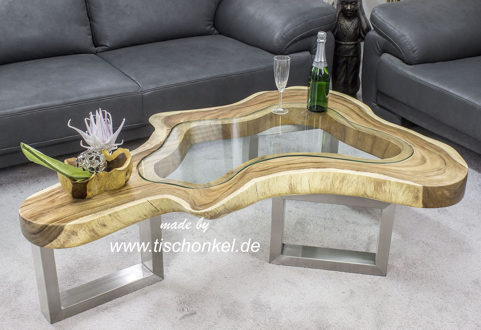 couchtisch clash aus einem baumstamm mit glas der tischonkel der tischonkel. Black Bedroom Furniture Sets. Home Design Ideas