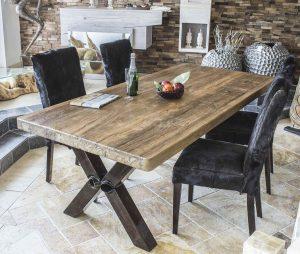 esstisch aus altholz mit tischgestell aus rohlstahl der. Black Bedroom Furniture Sets. Home Design Ideas