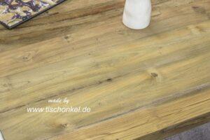 Design Couchtisch mit Altholz und Edelstahl
