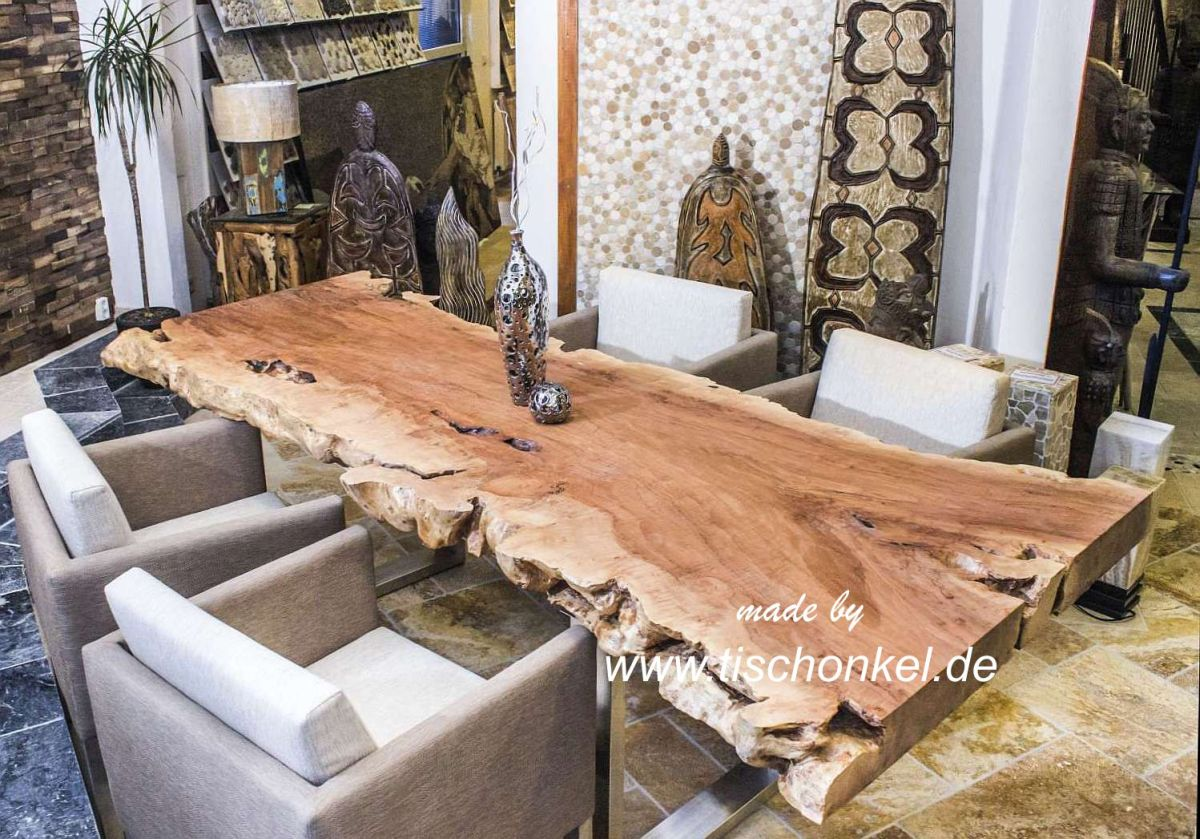 Esstisch aus einem Baumstamm Der Tischonkel