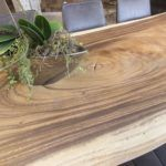 Esstisch aus Massivholz