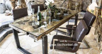 Altholz Tisch mit Glas