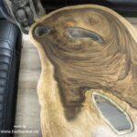 Couchtisch aus einem Holzstamm