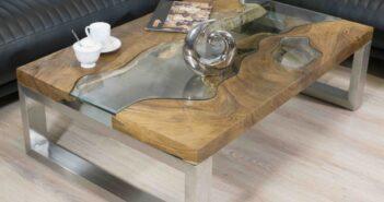 Design Couchtisch aus Holz mit Glas