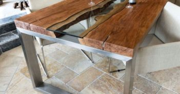 Design Esstisch aus Holz mit Edelstahl und Glas