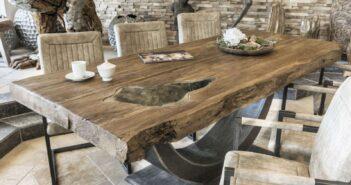 Beeindruckender Esstisch Esszimmertisch aus Altholz