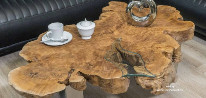 Couchtisch aus einer edlen Baumscheibe mit Baumkante