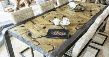 Hochwertiger Esstisch mit einem Tischgestell aus Rohstahl im Industriedesign
