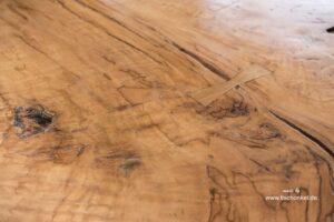Esstisch Tischpllate aus einer massiven Holzbohle
