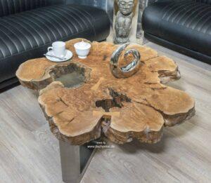 Kleiner Couchtisch aus Massivholz
