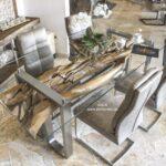 Moderner Esstisch aus Holz