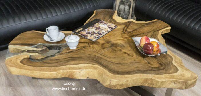 Wohnzimmertisch aus Holz mit Glas