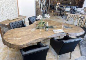 Esstisch Fusion aus Massivholz mit Tischkufen aus Edelstahl