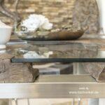 Toller Design Esstisch aus Holz mit Edelstahl