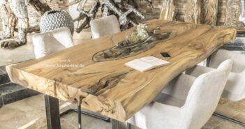 Baumstamm Esstisch aus Suar