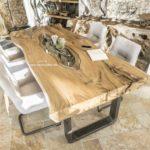 Esstisch aus einem Suar Baumstamm