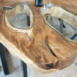 Esszimmertisch aus einem massiven Baumstamm