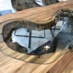 Grosser Esstisch aus Holz