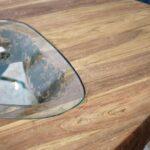 Esstisch aus Holz mit Glas