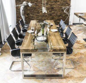 Eleganter Esstisch aus Holz