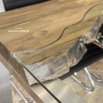 Esstisch mit handgefertigtem Glaseinleger