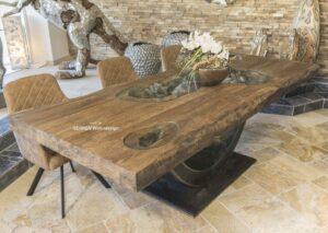 Massivholztisch aus Altholz