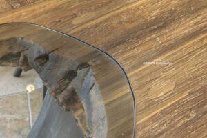 Massivholztisch mit Glasplatte