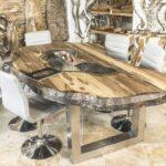 Esszimmertisch oval mit massiver Tischplatte