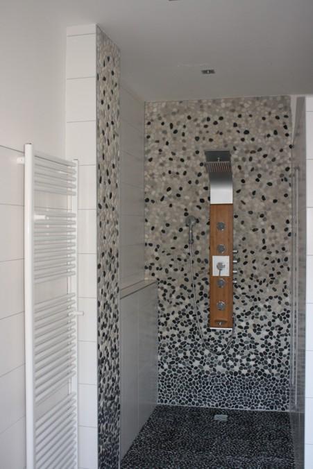 Flusskiesel Dusche Verlegen : Flusskiesel F?r Dusche : FLIESENONKEL Traumbad mit Flusskiesel und
