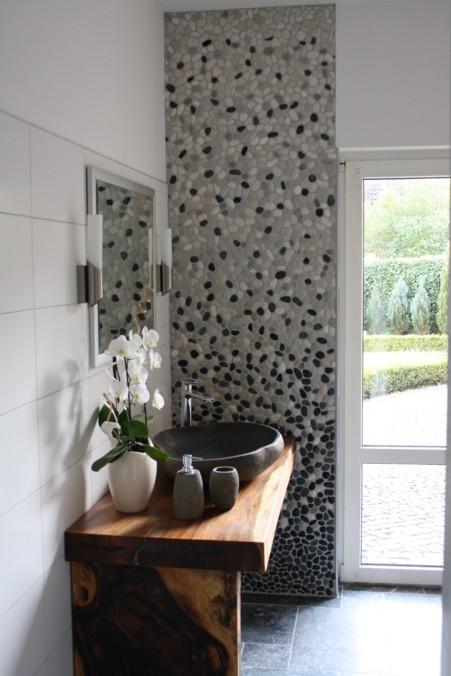 der fliesenonkel traumbad mit flusskiesel und steinwaschbecken bild 7. Black Bedroom Furniture Sets. Home Design Ideas