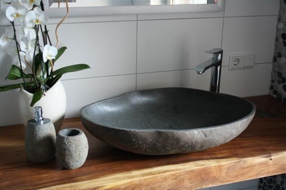 der fliesenonkel traumbad mit flusskiesel und steinwaschbecken bild 8. Black Bedroom Furniture Sets. Home Design Ideas